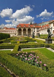 Sochařská výzdoba Valdštejnské zahrady je dílem A. de Vriese (1626-27), foto: Libor Sváček, archiv Vydavatelství MCU s.r.o.