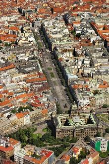 Václavské náměstí, původně Koňský trh (založeno 1348), foto: Libor Sváček, archiv Vydavatelství MCU s.r.o.