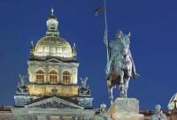 Monument de Saint Venceslas (J. V. Myslbek 1912 – 24) et Musée national (1885 – 90),  Libor Sváček, archiv Vydavatelství MCU s.r.o.