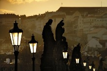 Early evening on Charles Bridge, photo by: Libor Sváček, archiv Vydavatelství MCU s.r.o.