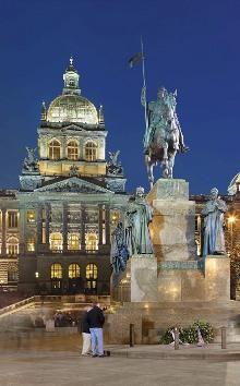 Pomník sv. Václava (J. V. Myslbek, 1912 - 24) a Národní muzeum (1885 - 90), foto: Libor Sváček, archiv Vydavatelství MCU s.r.o.