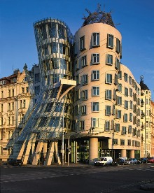 Tančící dům (V. Milunič a F. O. Gehry, 1990 - 96), foto: Libor Sváček, archiv Vydavatelství MCU s.r.o.