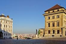 Hradčanské náměstí, vpravo Salmovský palác, foto: Libor Sváček, archiv Vydavatelství MCU s.r.o.